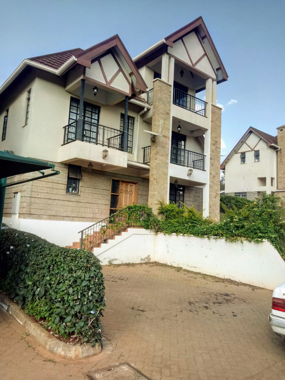 AN ELEGANT FOUR BEDROOM TOWNHOUSE FOR SALE